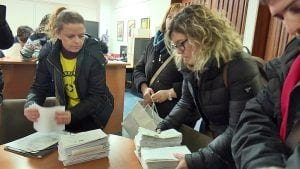 Les AMPAs de les escoles de Deltebre i Amposta als serveis territorials d'Ensenyament a Tortosa
