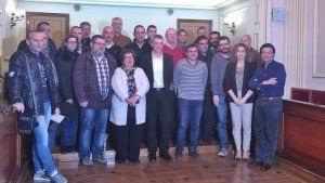 Representants de les 12 entitats esportives que van signar els convenis de col·laboració amb l'Ajuntament d'Amposta