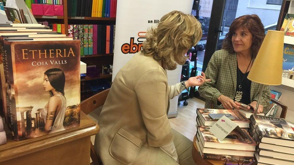 Coia Valls presenta la seua novel·la Etheria a Tortosa