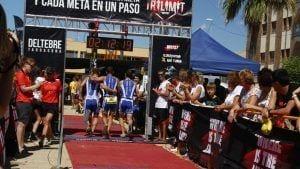 Fotogafia de meta de l'edició 2014 del triatló Trilimit de Deltebre. Font: triatlonfraga.blogspot.com.es