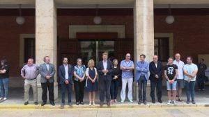 Minut de silenci davant l'Ajuntament de Tortosa