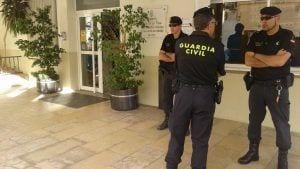 La Guàrdia Civil a l'Ajuntament de l'Ametlla de Mar