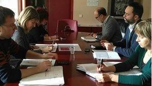 L'equip de govern d'Alcanar durant la reunió de trebal el 6D