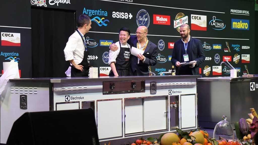Koy Shunka de Barcelona, i Marc Miró, del restaurant La Llotja durant la demostració de cuina a Madrid Fusión / Grup Balfegó