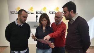 L'alcalde de Deltebre, Lluis Soler, amb tres dels regidors drant la presentació del catàleg / Ajuntament Deltebre