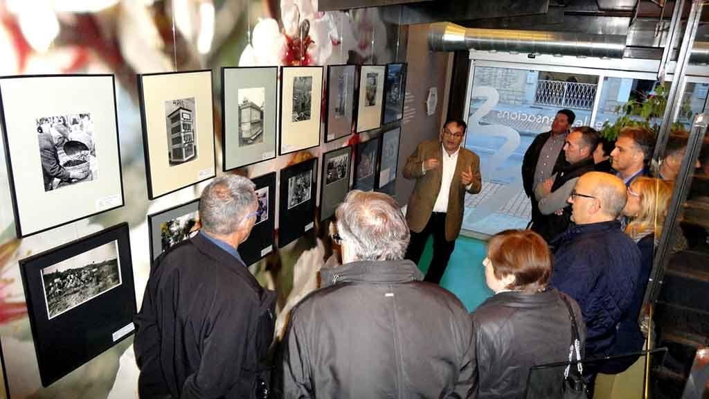 Inauguració de l'exposició 'Apicultura en blanc i negre' / Cedida