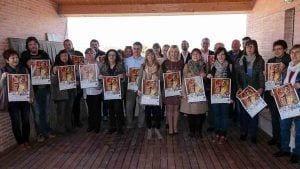 Representats politics i socials de la Ribera d'Ebre durant la resentació de la 14a festa de la clotxa / Cedida