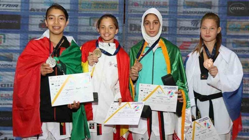 Cheyenne Brito (la segona de l'esquerra) amb la medalla de campiona / TDK Alfaro Amposta