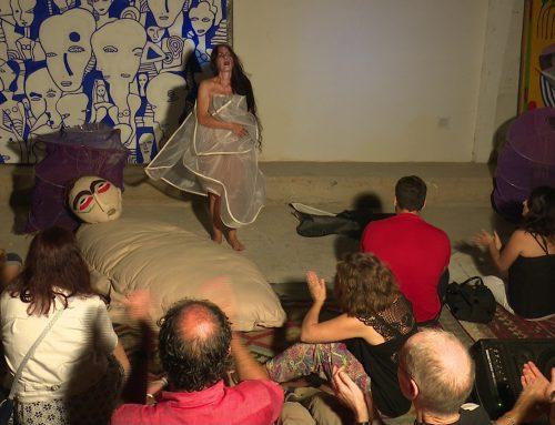 Performance d'homenatge a Carles Santos en la presentació del col·lectiu artístic L'Arrossera