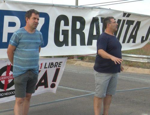 Els veïns que reclamen la gratuïtat de l'AP-7 passen la nit a l'Ajuntament d'Amposta