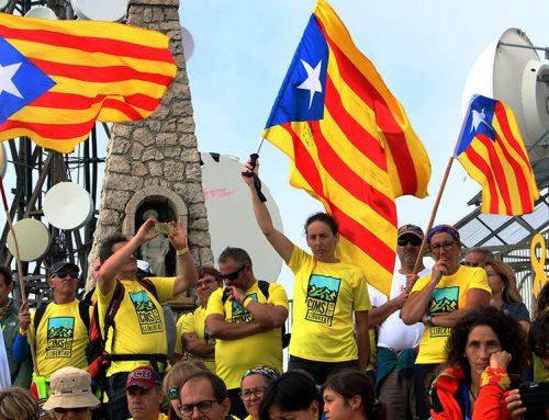 Un miler de persones a Mont Caro per la llibertat de Forcadell i tots els presos
