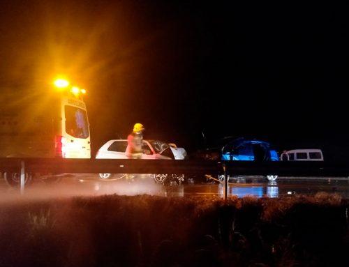 Tres ferits greus en un accident múltiple a Deltebre