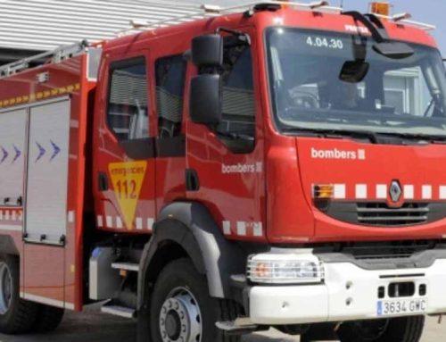 Un incendi crema sense control a un càmping de les Cases d'Alcanar