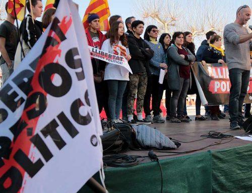 Mig miler de persones es manifesten a Tortosa per la llibertat dels presos polítics