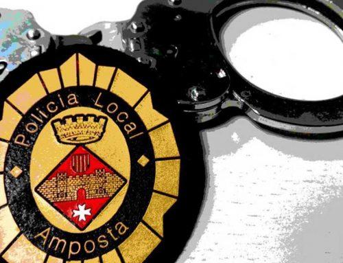 Detingut un jove a Amposta mentre forçava trasters