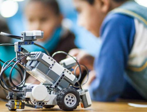 Athena dona a conèixer el taller de robòtica per a joves i grans a la Universitat Rovira i Virgili
