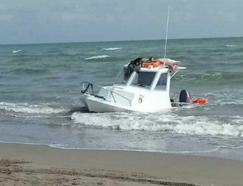 HEROIS: La Creu Roja providencial en assistir a dos embarcacions a la costa de Deltebre
