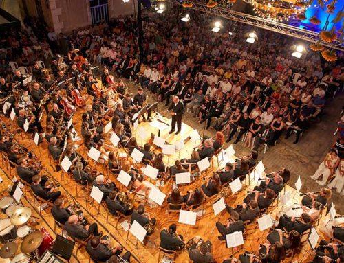 La música en directe reuneix milers de persones a les Festes Majors d'Amposta