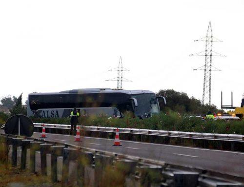 [ACTUALITZACIÓ] Reoberta l'AP-7 a Amposta en sentit sud després del xoc frontal entre l'autobús i el turisme