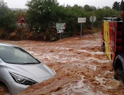 ATENCIÓ: Rescatades varies persones atrapades per les pluges en tres vehícles a Benicarló