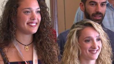 Les integrants ampostines del Club patí l'Aldea, Zaida Ardit i Lara Serrano.