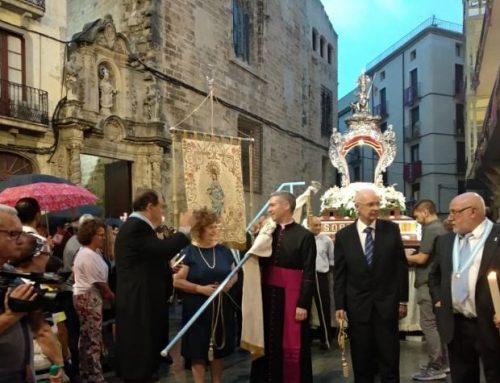 La pluja no impideix la sortida de la processó de la Cinta a Tortosa