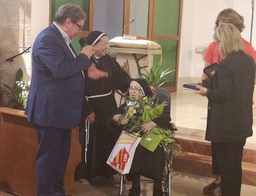 Homenatge a la monja centenària Visitación Montañés al convent de Santa Clara a Tortosa