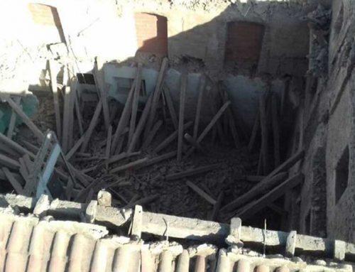 ATENCIÓ: S'enfonsa una teulada d'una casa a Santa Bàrbara