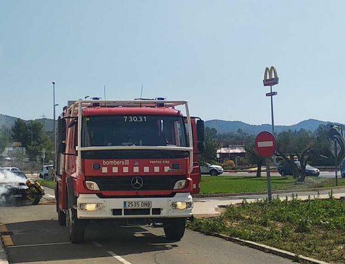 Crema un cotxe al Grup del Temple a Tortosa