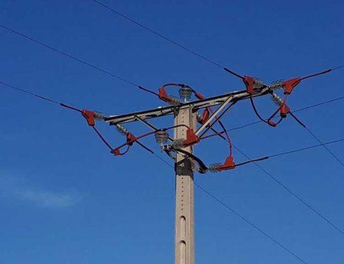 Endesa instal·la dispositius per a protegir l'avifauna en una línia elèctrica de la Ribera d'Ebre
