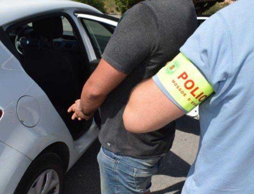 Detinguts uns assaltants amb armes que entren de forma violenta en una vivenda d'Ulldecona