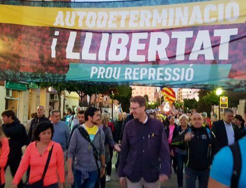 Un centenar d'ebrencs participen a la Marxa per la Llibertat que ha sortit des de Tarragona