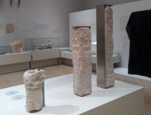 El Museu de Tortosa tapa amb un vel negre la làpida de la nau per protestar contra la sentència del Procés