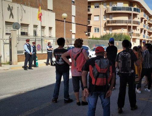 Manifestants contra la sentència del Procés recorren l'Ametlla de Mar amb una urna de l'1-O