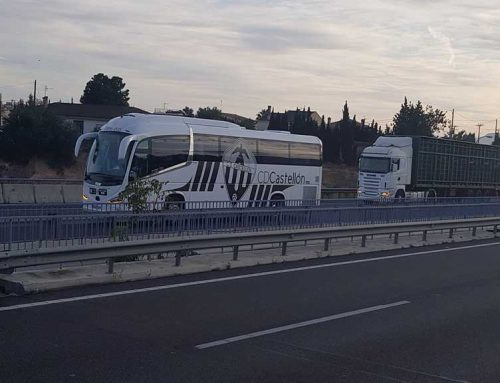 L'autobús del Castelló retingut a l'Ampolla