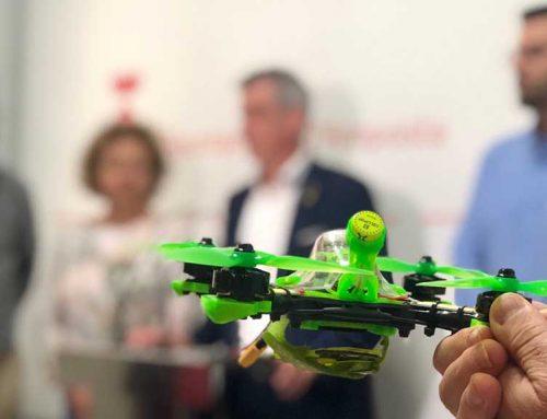 Una trentena de pilots catalans de drons, a la primera edició de Joc de Drons d'Amposta