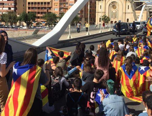 Un centenar d'estudiants es manifesten pels carrers de Tortosa contra la sentència de l'1-O