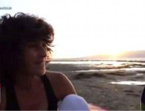 Ioga i Kitesurf veient la posta de sol al Trabucador