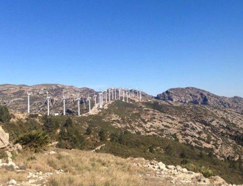 El parc eòlic del Baix Ebre substituirà els 25 aerogeneradors actuals per dos de nous més potents