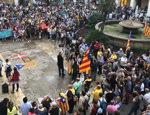 Centenars de persones reclamen des de Tortosa la llibertat dels presos polítics