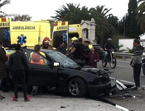 Una nova topada a la C-12 entre un turisme i un camió se salda amb dos ferits lleus