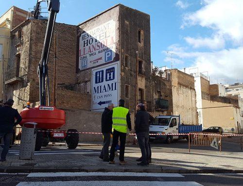 La Ràpita enderroca les cases velles del carrer Constància per ampliar el vial