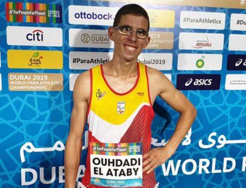 L'atleta olímpic tortosí Yassine Ouhdadi, protagonista de les conferències esportives de Tortosa a l'alumnat de la ciutat