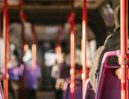 Detenen un home de 30 anys per fer tocaments a una noia en un autobús