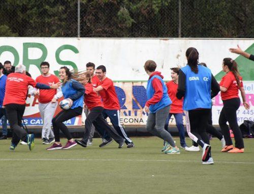 Estudiants d'Educació Primària de la URV entrenen alumnes d'educació especial en un projecte de rugby inclusiu