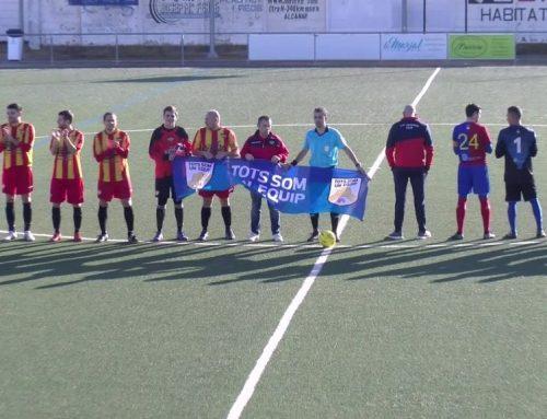 El CD Alcanar li 'dona l'esquena' a la campanya 'Tots som un equip'