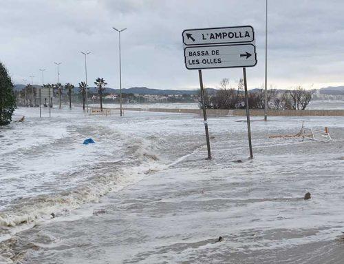 El temporal de llevant destrossa la façana marítima de la costa de l'Ebre
