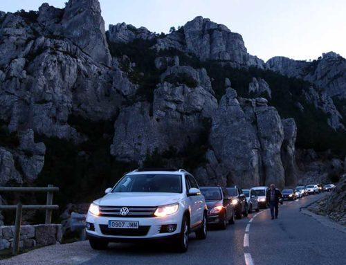 La boira desllueix l'acció per il·luminar el Mont Caro per exigir la independència