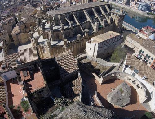 L'Audiència de Tarragona jutja tres veïns de Tortosa acusats de vendre heroïna i cocaïna en una casa del nucli antic