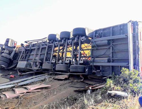 Un aparatós accident a l'AP-7 talla l'autopista en sentit sud entre Ulldecona i Peníscola
